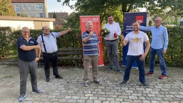 Marcel Falk während der Wahlkreiskonferenz mit seinem Team